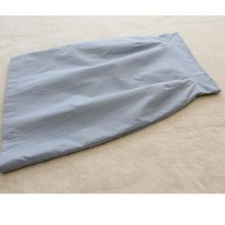 水色のタイトスカート