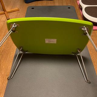 テーブル緑色