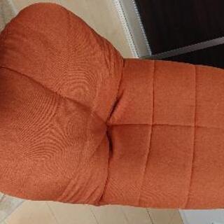 【断捨離中】オレンジ色の座椅子
