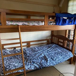 木製の二段ベッドです。