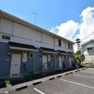 大雄山駅から徒歩8分!2階建てテラスハウスで広々!自然に囲まれな...