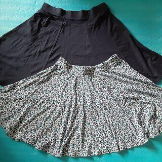 ♪美品♪ UNIQLO フレアスカート 2枚(紺と柄)セット売り