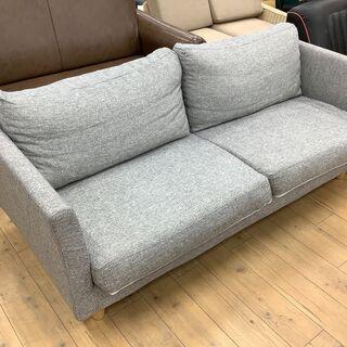 落ち着いた色合いのニトリの3人掛けソファーです!