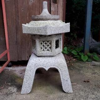 石灯籠 石 小さくて素敵な灯籠です。