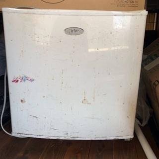 【ネット決済・配送可】1人用冷蔵庫。ビール冷やすのがいかがでしょうか?