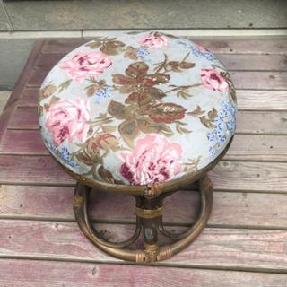 アジアンテイストの椅子