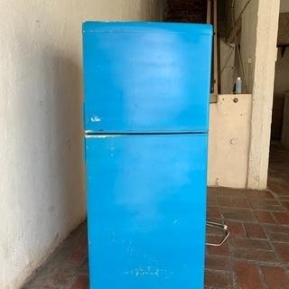 青くて可愛い冷蔵庫
