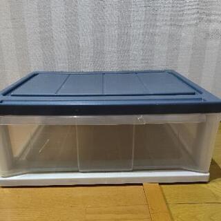 机とカラーボックス