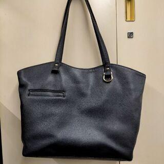 黒いバッグ
