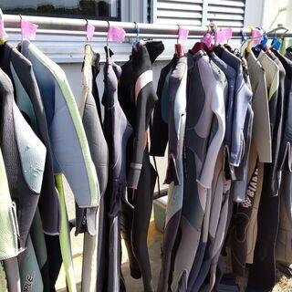 ウエットスーツ無料30着ほどあります
