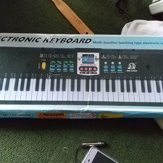 美品、電子キーボードは61キーと37鍵おもちゃ