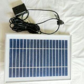 家庭用噴水の太陽電池パネルとモーターです。