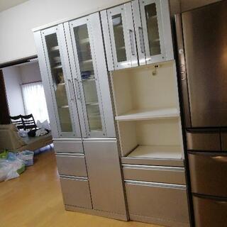 引っ越しの為に食器棚を譲ります  27までの出展