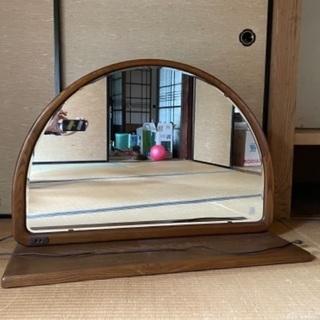 半円タイプの鏡台です。値下げしました。