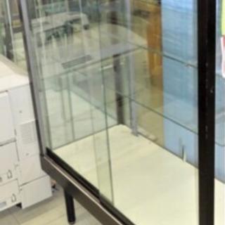 ガラス ショーケース 展示
