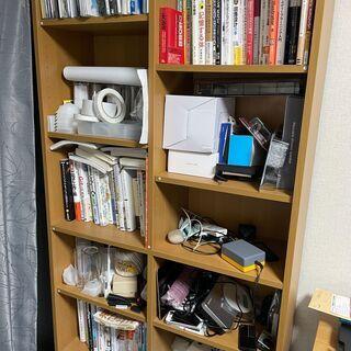 【無料】本や家具がおけるオシャレな茶色の本棚