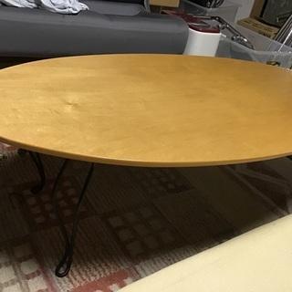 折り畳みテーブル。
