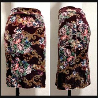 ꒰美品✧︎d.i.a.꒱アンティーク調 花柄 タイトスカート 紫色茶色