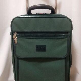 【無料】緑スーツケース&クーラーボックス
