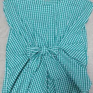 緑のチェックシャツ