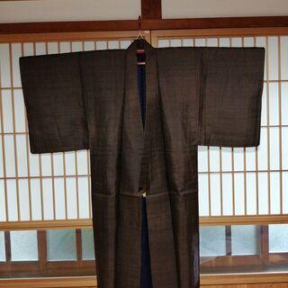 【美品】大島紬の男性用着物・こげ茶色・絹100%