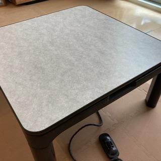 コタツ、テーブル