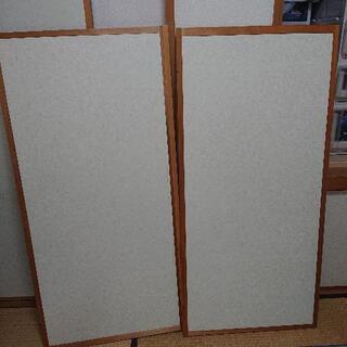 和室の観音開きのドア