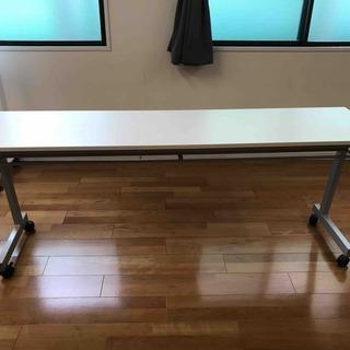 折りたたみ式会議テーブル