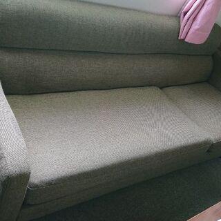 まだまだ新しいソファーです。