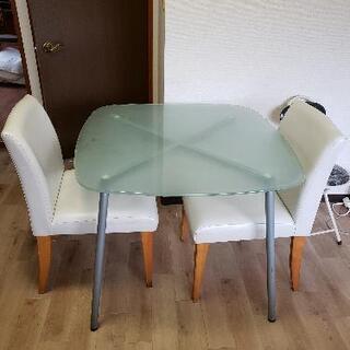 ガラステーブル+椅子x2