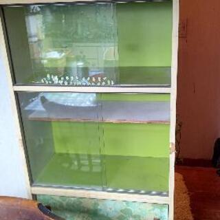 この棚あげます。更に500円あげます。