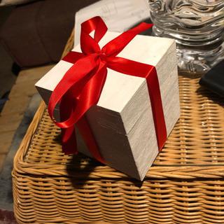 プレゼント箱 と ひも