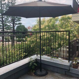 【ネット決済】ガーデンパラソル (茶色)とパラソルベース お安く...