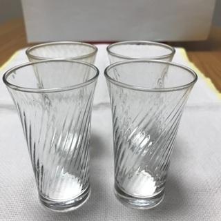 215、小さいガラスコップ4個セット、ビール用・食前酒用