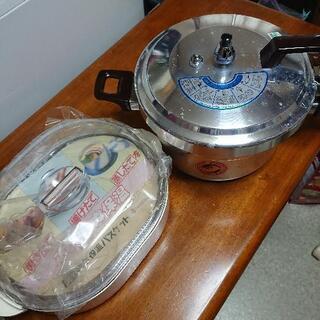 未使用圧力鍋と未使用電気保温バスケット
