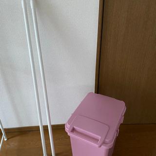 突っ張り棒と45ℓゴミ箱