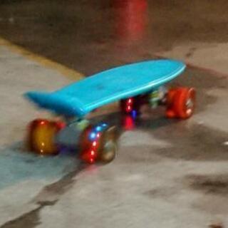 光るスケボー スケートボード