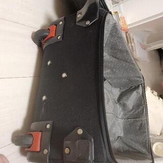 布製のスーツケース差し上げます − 東京都