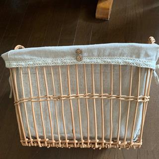 カバー付き 籐の籠