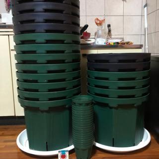 大きい鉢 スリット鉢13号x18個 小さいスリット鉢x20個