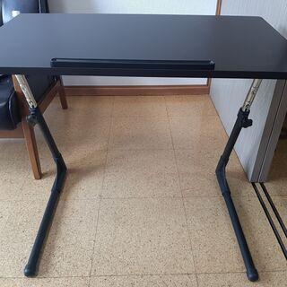 折り畳みテーブル一人用です。