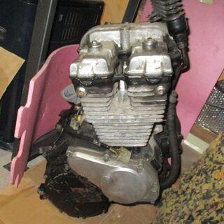 CBX400F エンジン