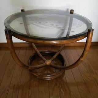 陶製の丸テーブル