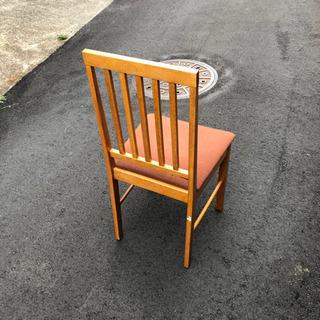 椅子一脚 無料