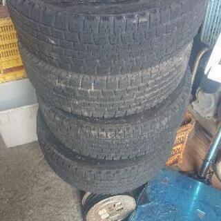 スタッドレスタイヤ 14インチ 4本 中古 あげます。