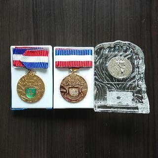 メダル・ガラスの盾の画像