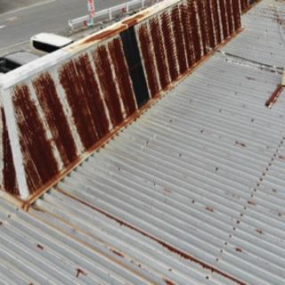 ドローンで屋根や外壁を撮影します。