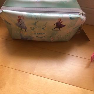 キティちゃんがま口型ぽーち アナ雪ポーチ - 子供用品