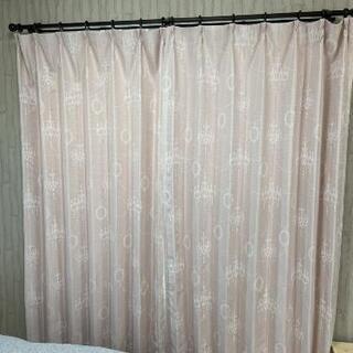ピンクのカーテン ニトリ 掃き出し窓などに