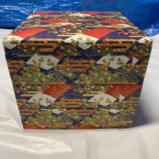 紙で出来た重箱(不織布手提げ付き)